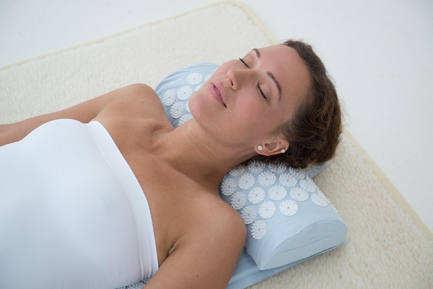Neck cushion 'akupress relax'